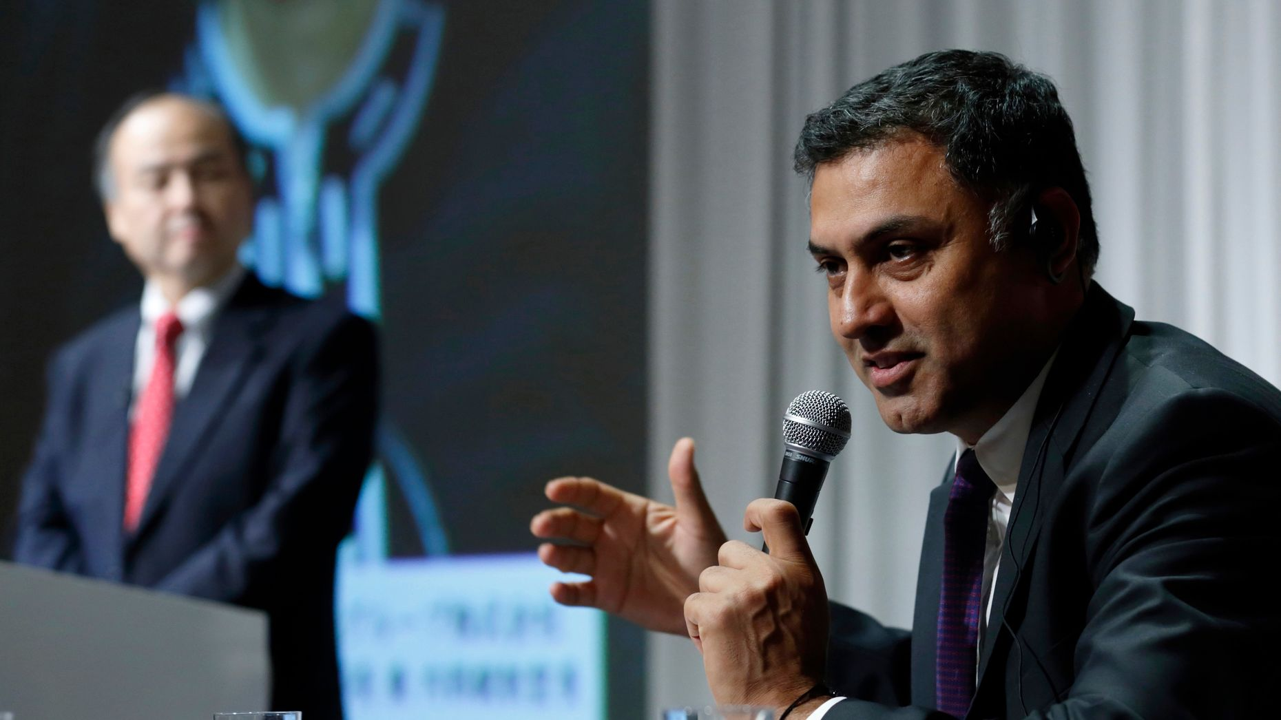 SoftBank's investment chief, Nikesh Arora, right. Photo by Bloomberg.