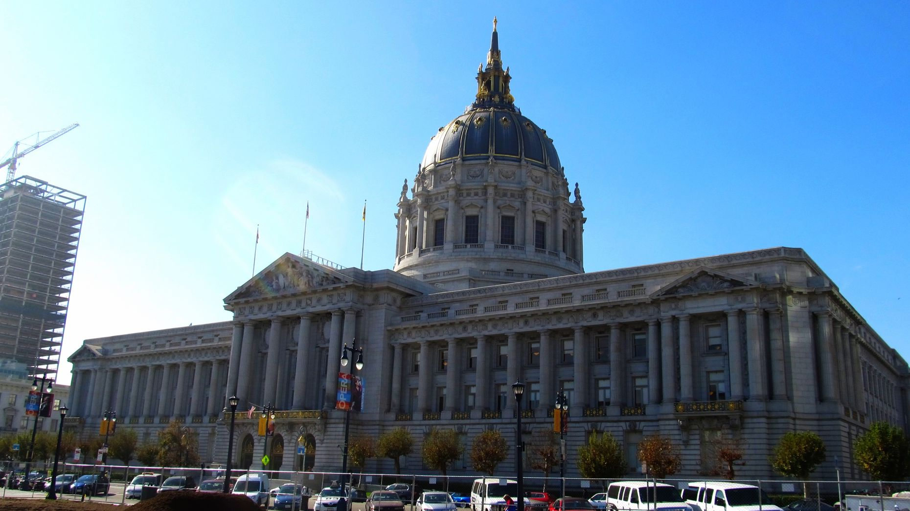 San Francisco City Hall. Photo by Flickr/Ken Lund.