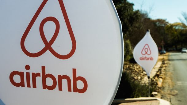 Airbnb, Palantir Markdowns Split Mutual Funds