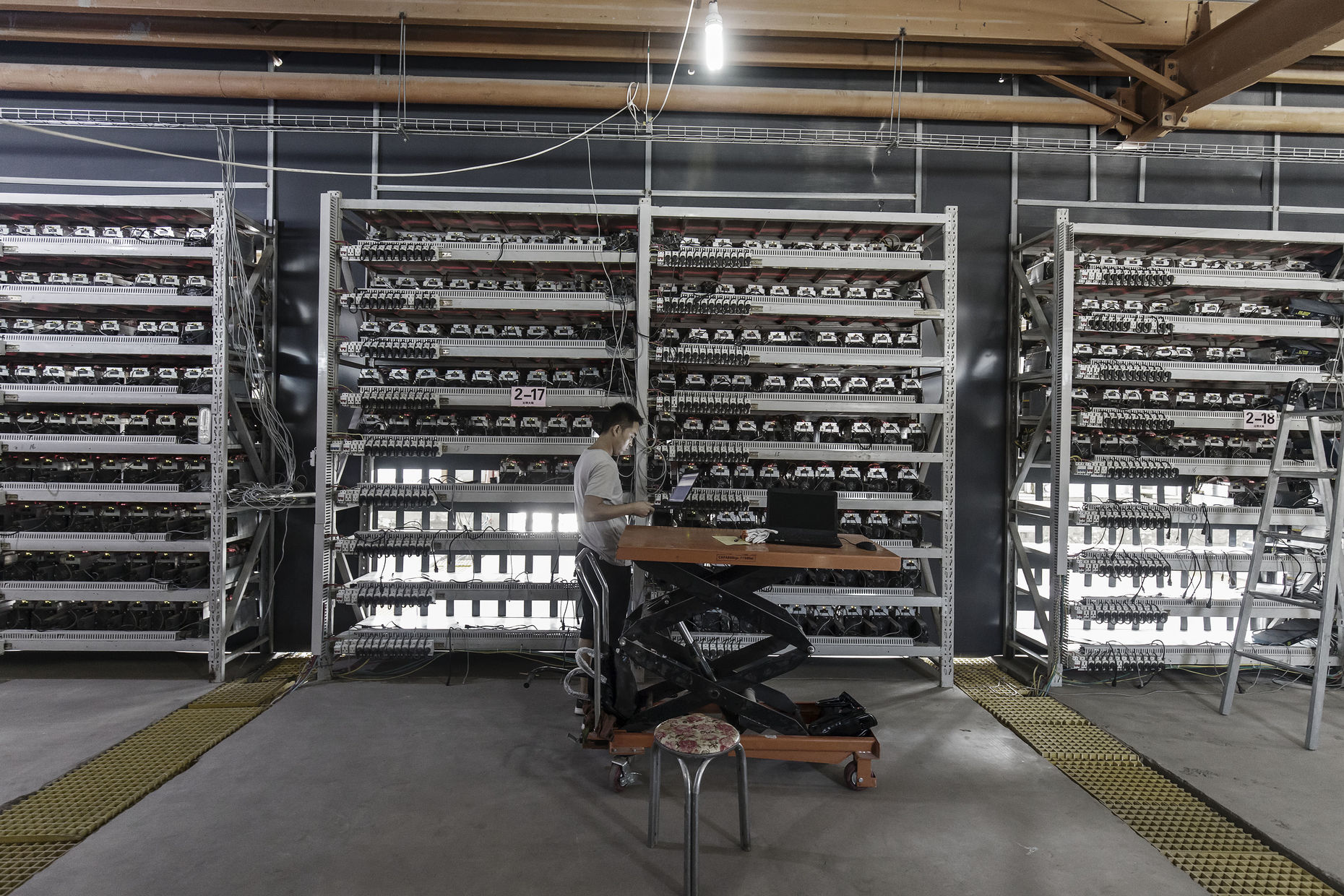 A worker inspects bitcoin mining machines at a facility in Ordos, Inner Mongolia, China. Photo: Bloomberg