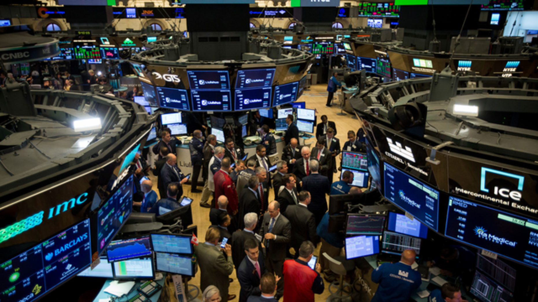 Traders work on the floor of the New York Stock Exchange. Photo by Bloomberg.