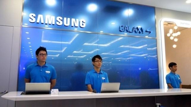 Samsung Taps Apple Veterans for Retail Push