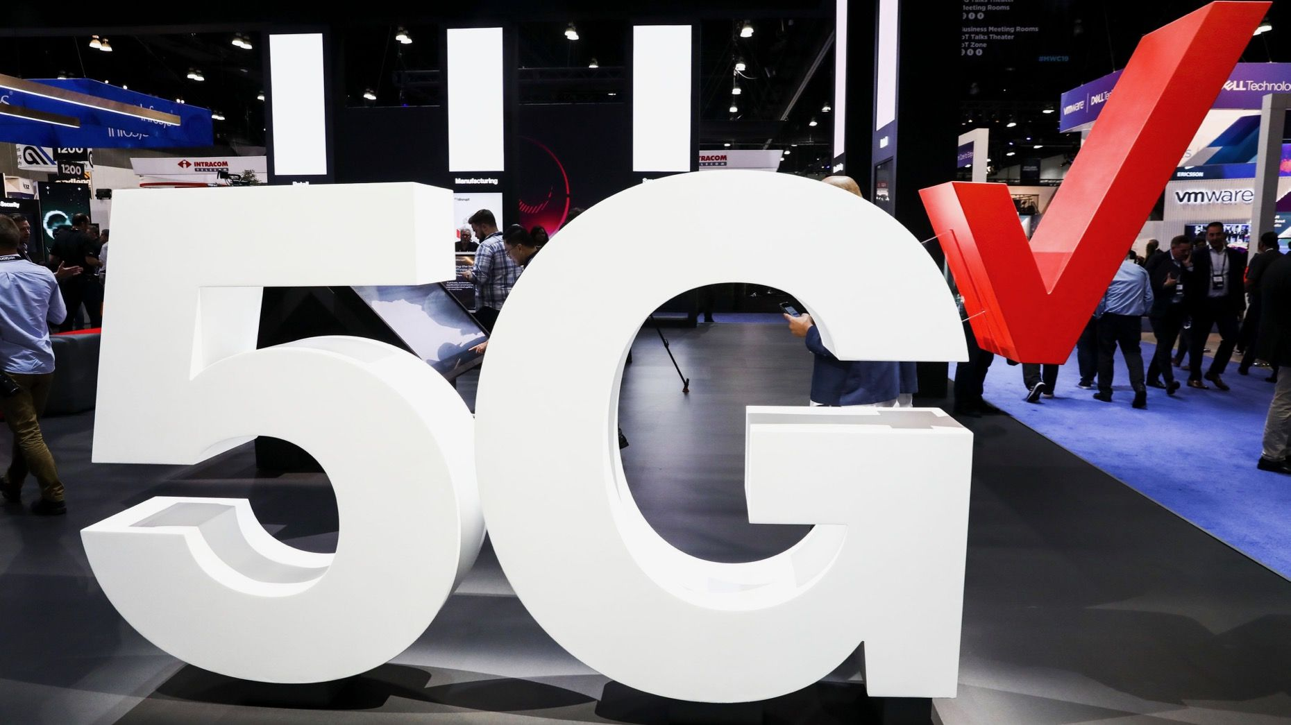 Verizon's 5G wireless signage at the Mobile World Congress Americas event in Los Angeles in October. Photo: Bloomberg