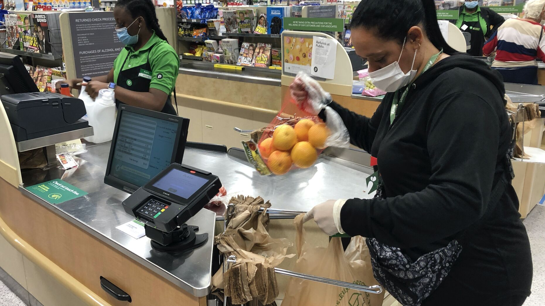 Yelitza Esteva, a contractor for Instacart, bagging groceries for an order in Florida this month. Photo by AP